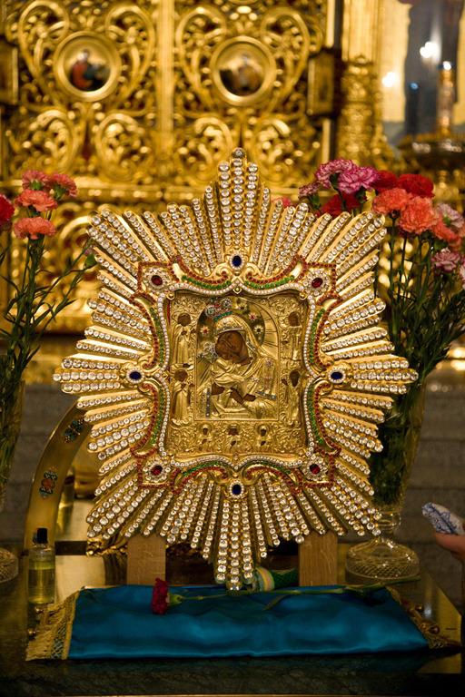 Икона Почаевской Богородицы